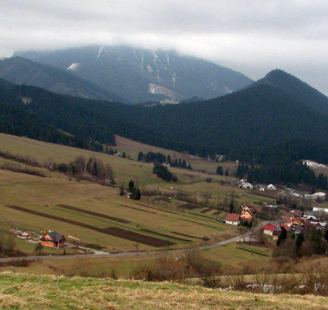 Widok z Pogórza Orawskiego ku Wielkiemu Choczowi. Fot. D. Dyląg