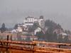 """Hotel """"Castel Dracula"""" w rejonie przełęczy Borgó (rum. Tihuţa). Fot. D. Dyląg"""